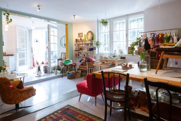 """""""Egy közösségi tér, ahol lehet csak úgy lenni"""" kedvenc selected vintage kincseink lelőhelye, a NOS"""